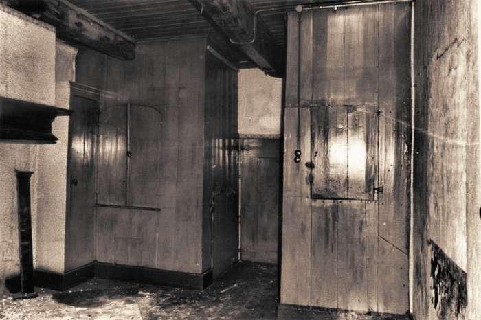 Lege woonkamer in één van de arbeiderswoningen uit 1782 (foto 18273 ...